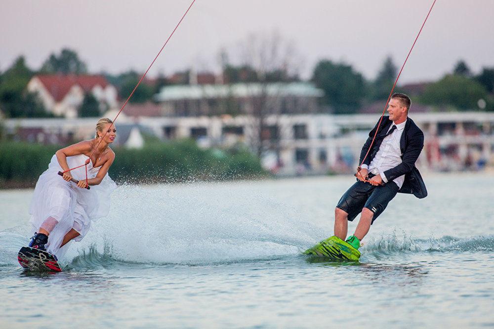 匈牙利攝影師巴拉茲·貝利作品 ,出自《滑水婚禮》系列