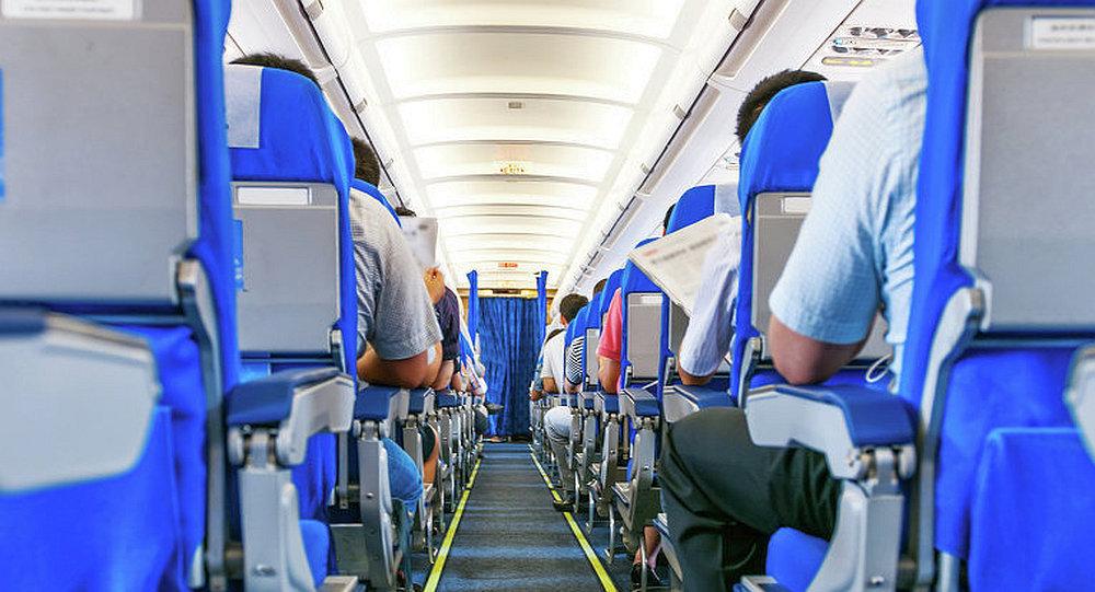 飞机乘客为升到商务舱最惯用的招数