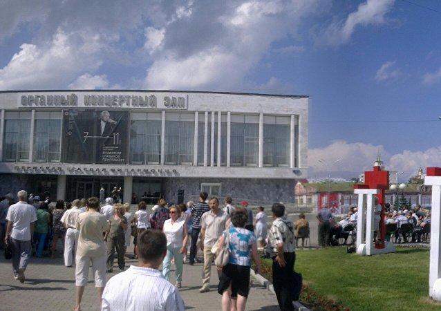 俄彼尔姆俄中友谊雕塑落成揭幕