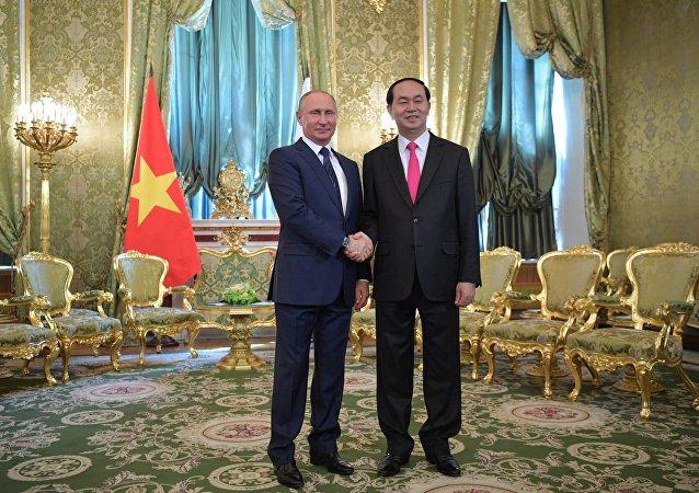 普京向越南国家主席建议2019年互办国家年