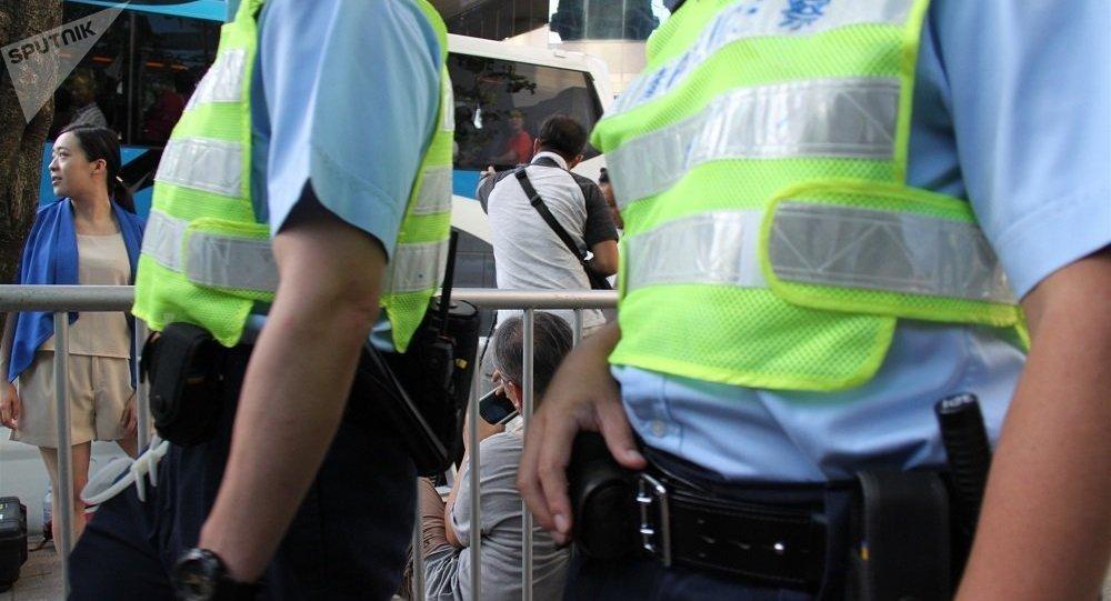 在香港一名用煤氣殺死了自己妻女的教授受到指控