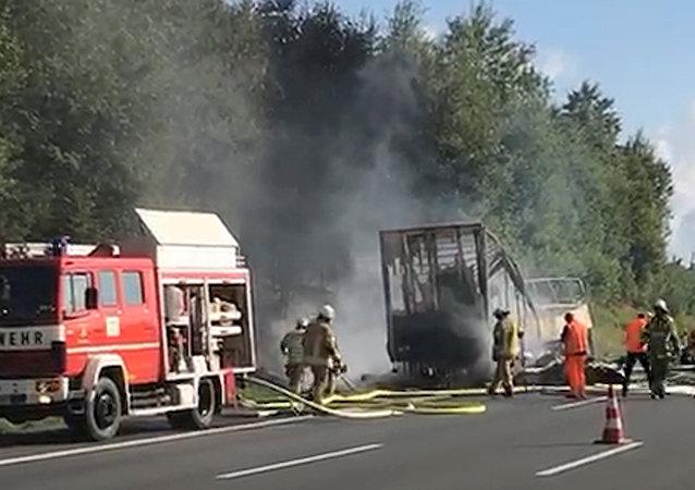 德國警方:起火旅遊大巴上乘客均為德國人