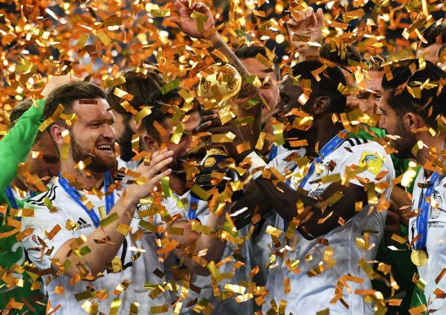 德国足球队首次赢得联合会杯
