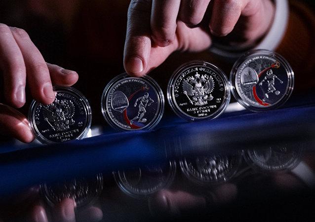 俄央行發行2018世界杯足球賽紀念幣