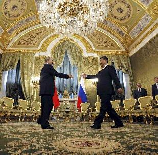 普京:俄中关系本着战略协作伙伴关系的精神发展