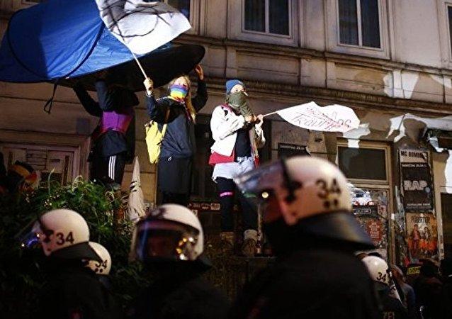 漢堡夜間騷亂導致5人被扣押 4名警察受傷