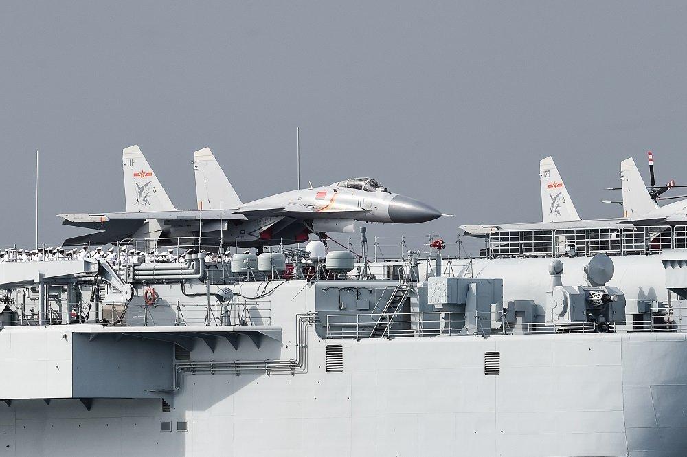 辽宁舰甲板停满歼-15