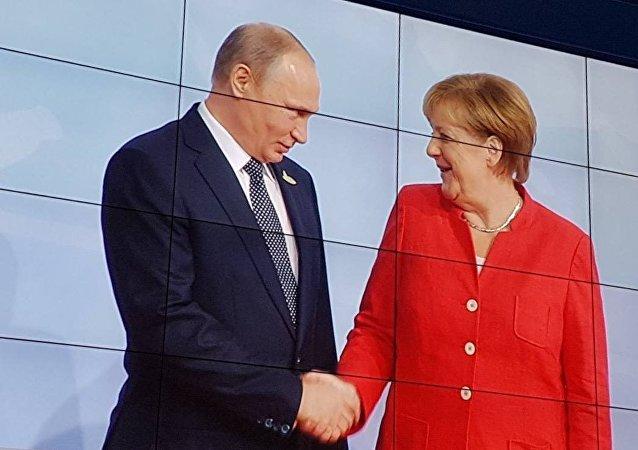 普京祝贺默克尔连任德国总理