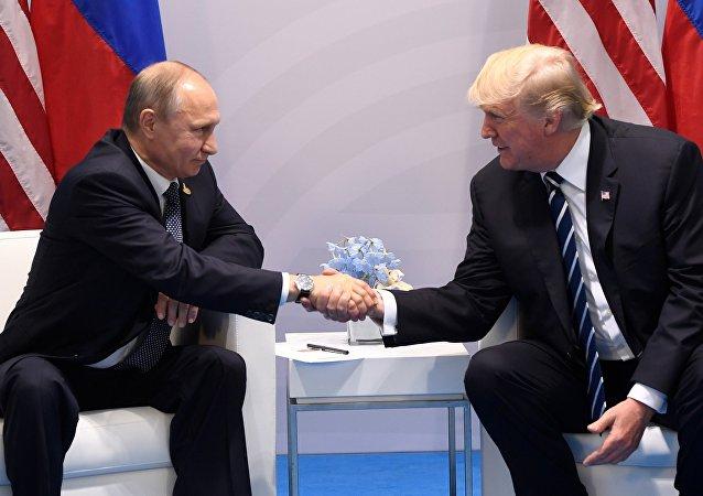 美国总统特朗普表示,继续推进同俄罗斯进行建设性合作的时刻已经到来