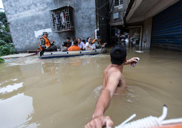 新疆水灾造成20死亡8人失踪