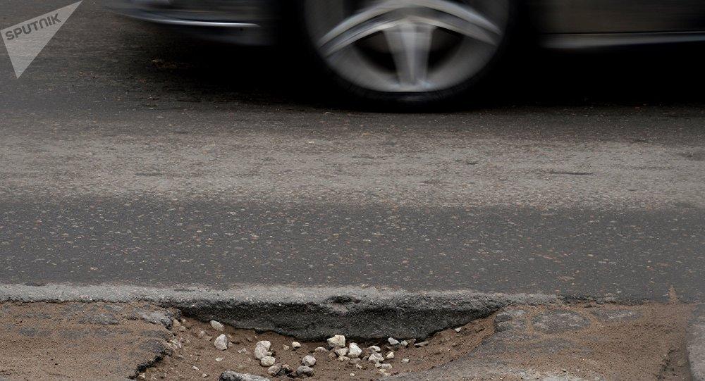 """俄专家研发出""""自愈合""""路面铺设材料"""