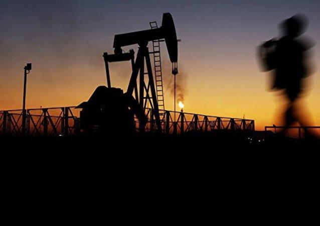 俄专家:美国对俄油气领域的制裁将加深欧美冲突