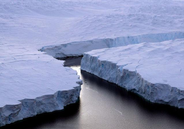 南極洲冰層下發現神秘能量源