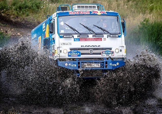 """俄罗斯车手在""""丝绸之路""""拉力赛卡车组第七赛段获胜"""