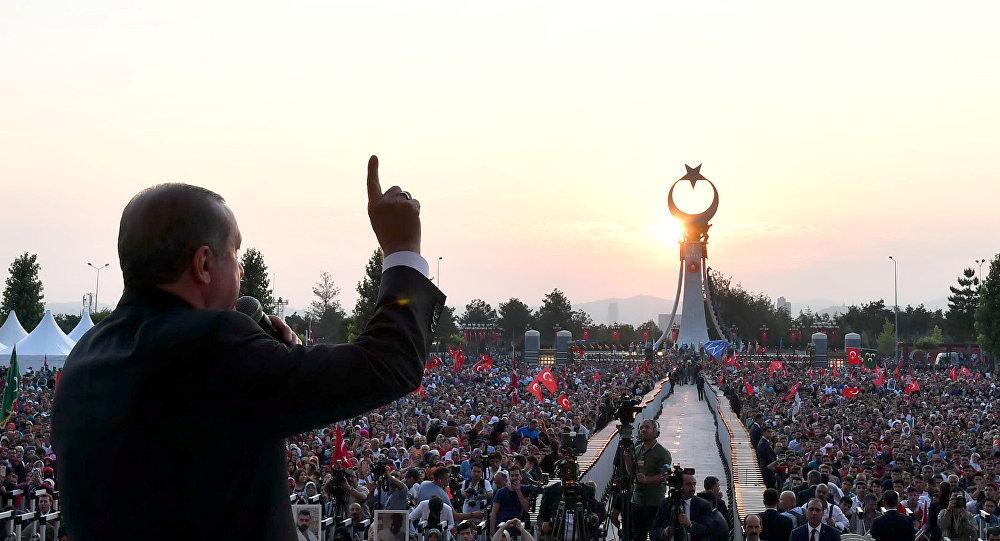 土未遂政变死难者纪念碑在安卡拉揭幕