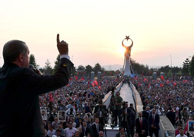 土未遂政變死難者紀念碑在安卡拉揭幕