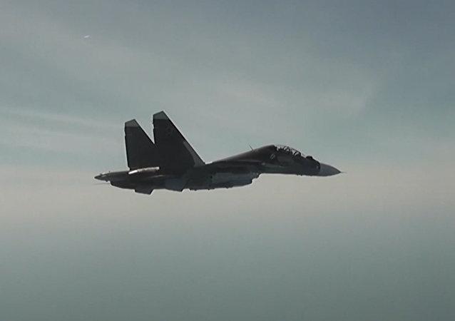 俄罗斯飞行员驾驶苏-30M战机在塞瓦斯托波尔举行演习