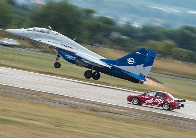 飞机VS汽车:莫斯科航展上赛车将与飞机竞速