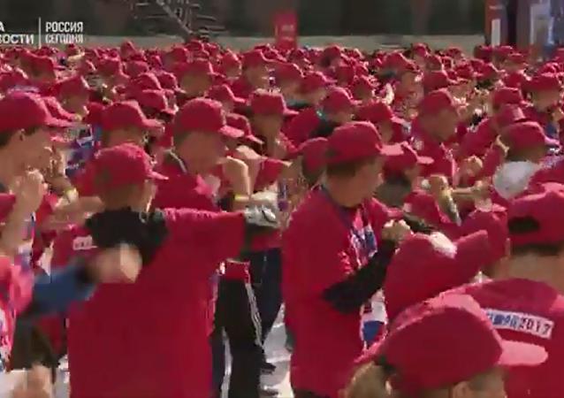超过3000人在红场争创吉尼斯纪录