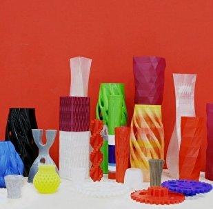照片:3D打印的各种造型的花瓶