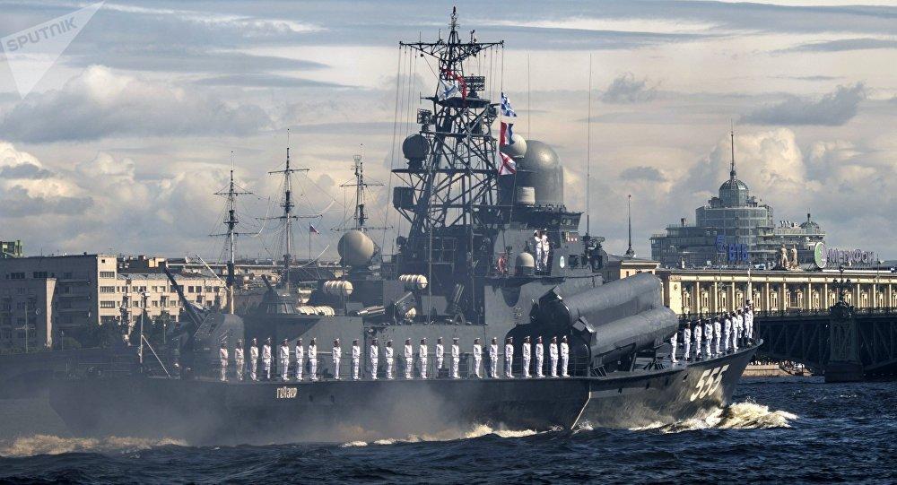 在聖彼得堡以及在符拉迪沃斯托克和塞瓦斯托波爾舉行的海軍閱兵式,都是俄羅斯海軍建軍節的重大慶祝活動之一。