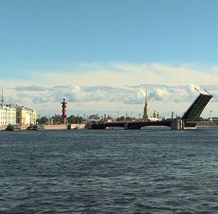 聖彼得堡為海軍日閱兵彩排首次白天開橋