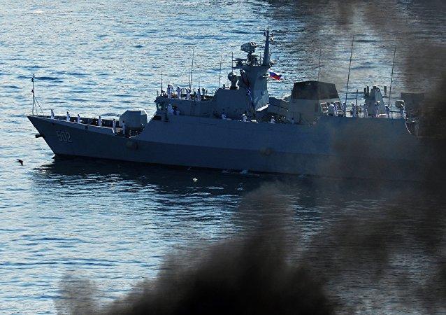 Корвет Военно-морских сил Национальной Освободительной Армии Китая Хуангши, прибывший во Владивосток с неофициальным визитом