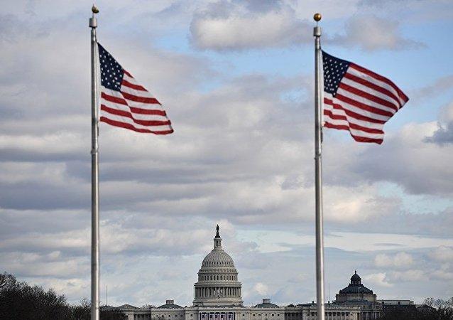 特朗普抵达国会大厦悼念前总统老布什
