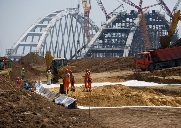 刻赤海峽大橋建設