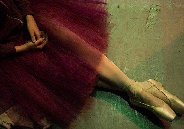 圣彼得堡俄罗斯芭蕾舞剧院40名演员在北京耽搁近一天