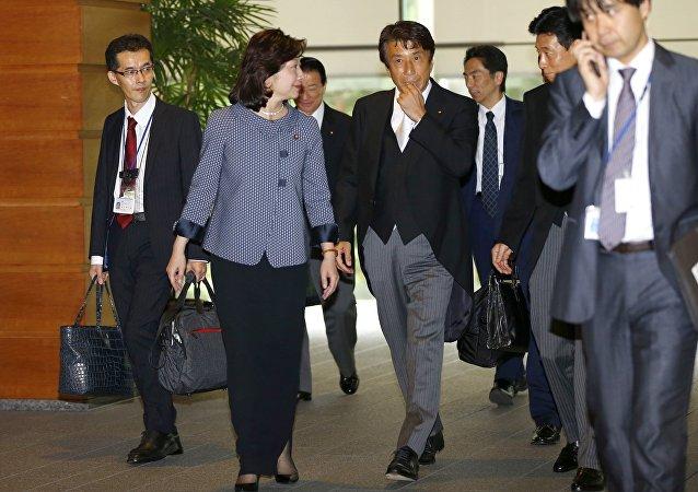 日本天皇举行新阁僚认证仪式