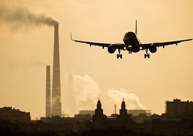 两架廉航飞机在印尼机场发生机翼擦碰事故