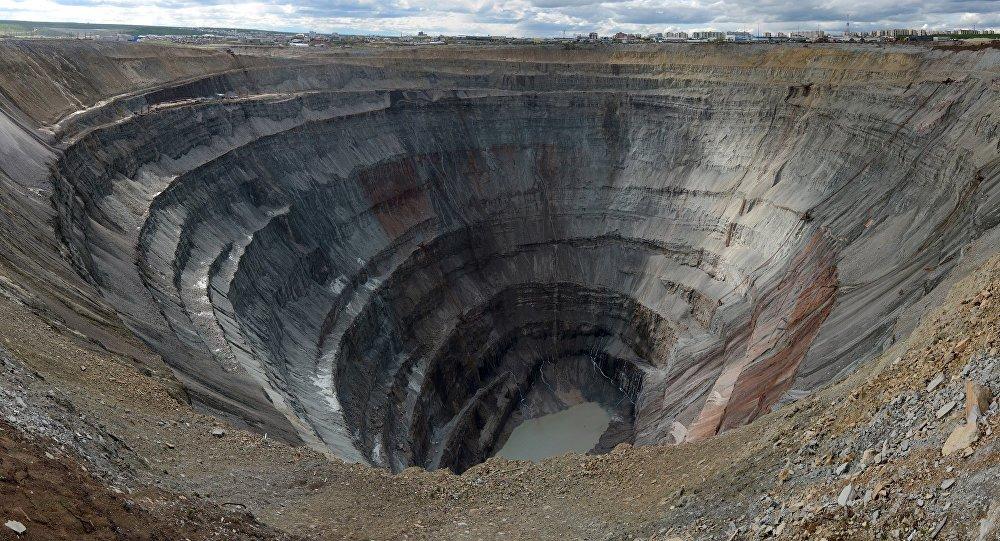 """俄罗斯紧急情况部:雅库特""""和平""""矿井内联系外界的矿工被找到其身体情况严重"""