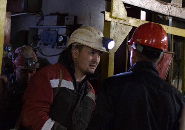 阿爾羅薩公司「和平」礦井礦工