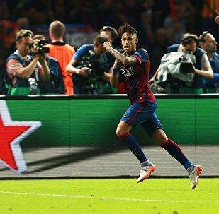 媒体公布小内马尔转会巴黎圣日耳曼队2.22亿欧元发票