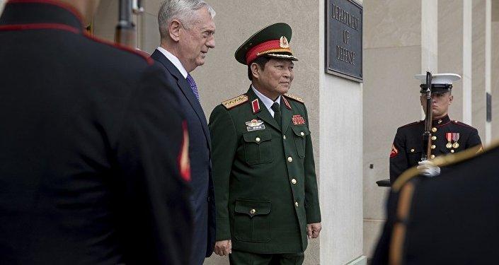 美国防长马蒂斯和越南防长吴春历