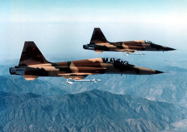 巴西空军一架F-5战斗机坠毁