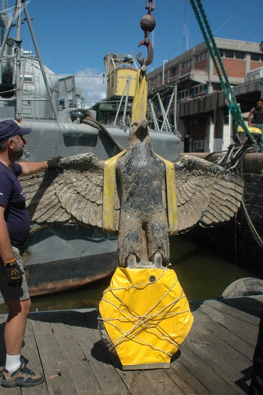 铜鹰重350公斤,两米高,2.8米宽。