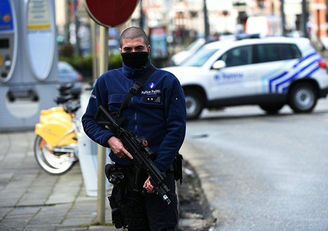 比利时首都一名不明人士持刀袭击警察