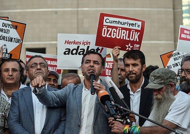 土耳其政府批准拘捕与葛兰有关的35名记者
