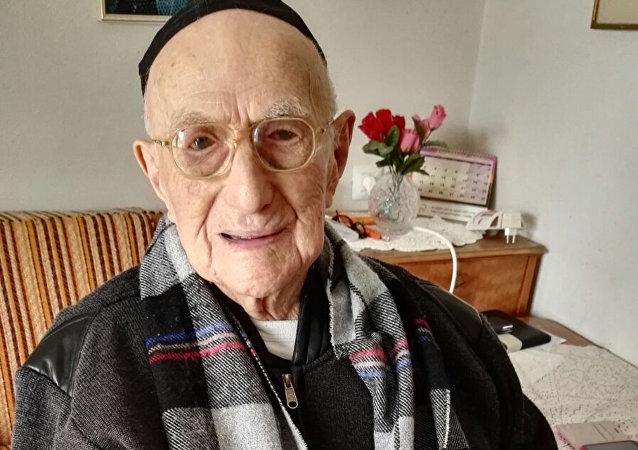 世界上最長壽的男子伊斯雷爾·克里斯塔爾