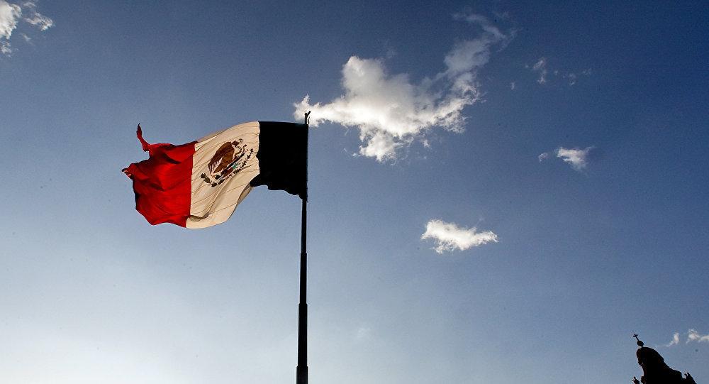 墨西哥一位市长被农场主沿街拖行泄愤