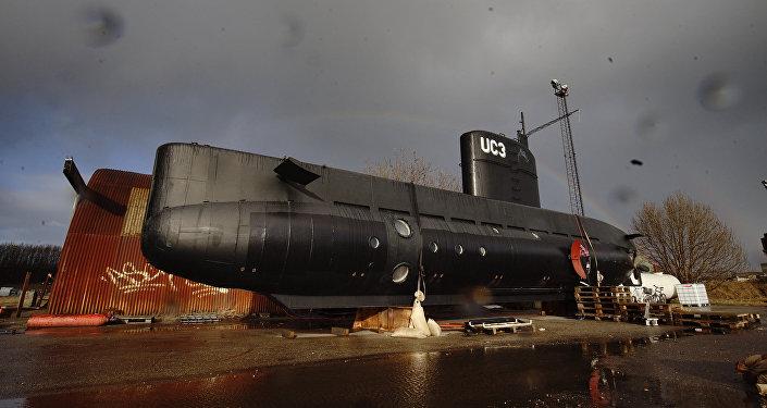 """丹麦警方为调查女记者死因使用扫描仪对""""鹦鹉螺号""""潜艇进行排查"""