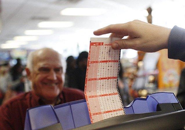 美國人18年用同一組號碼買彩票 最終贏得大獎