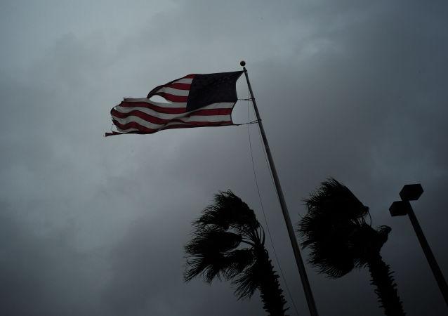 飓风伊尔玛逼近佛罗里达州 近27万居民断电