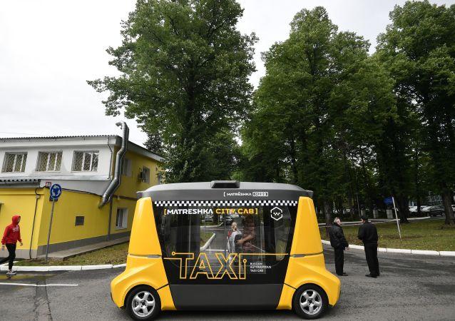 """莫斯科市庆期间""""套娃""""无人驾驶巴士行驶20公里"""