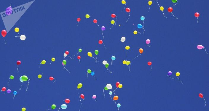 生態學家呼籲畢業生不要放氣球慶祝以免污染環境