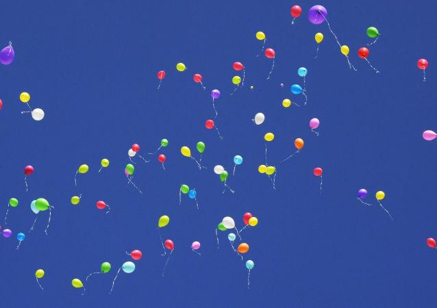 生态学家呼吁毕业生不要放气球庆祝以免污染环境