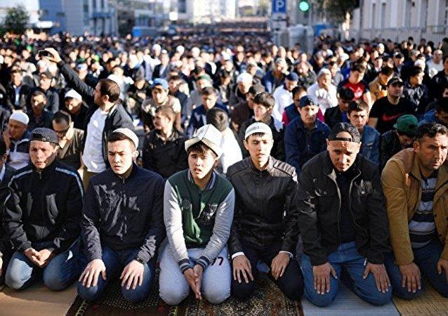 俄内政部:莫斯科20多万穆斯林参加古尔邦节庆祝活动