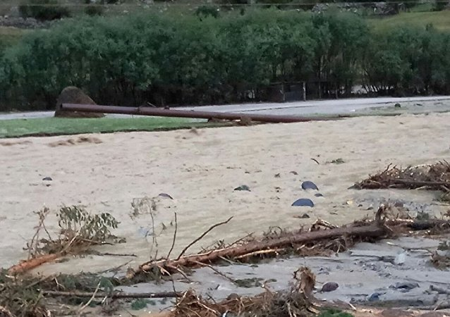 俄卡巴尔达-巴尔卡尔共和国发生泥石流